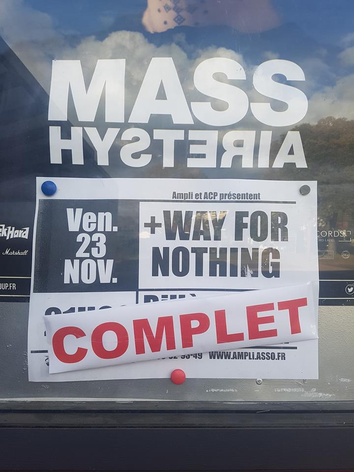 Première partie MASS HYSTERIA